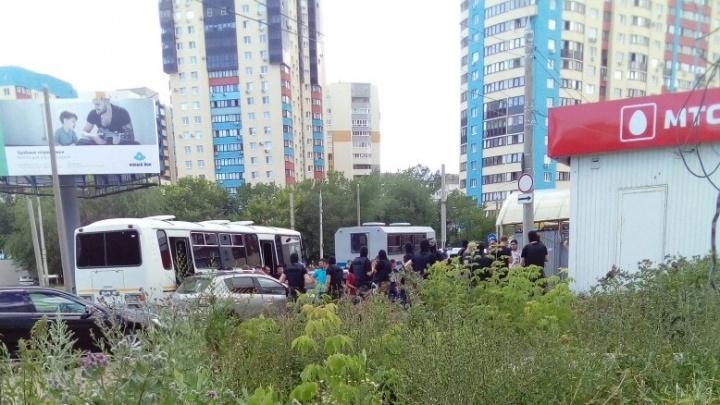 Сотрудники ОМОН нанесли визит продавцам на рынке «Шапито»