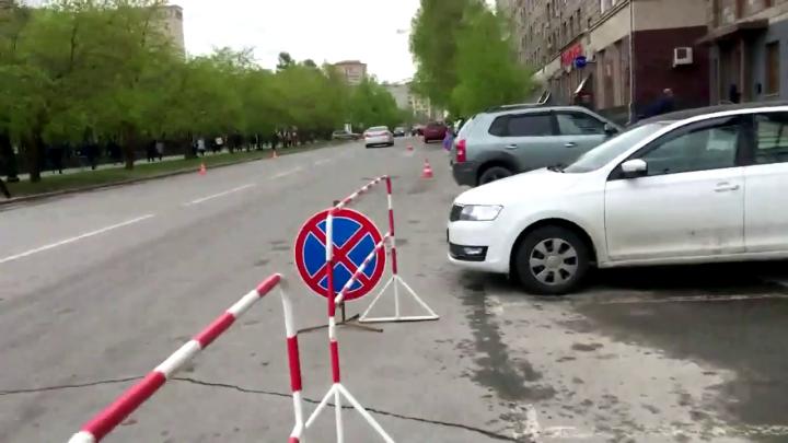 Лишние дорожные знаки около здания мэрии убрали после звонков депутата