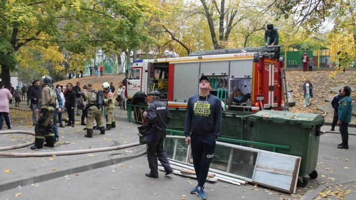 В многоэтажке на Беляева загорелась квартира. Два человека пострадали