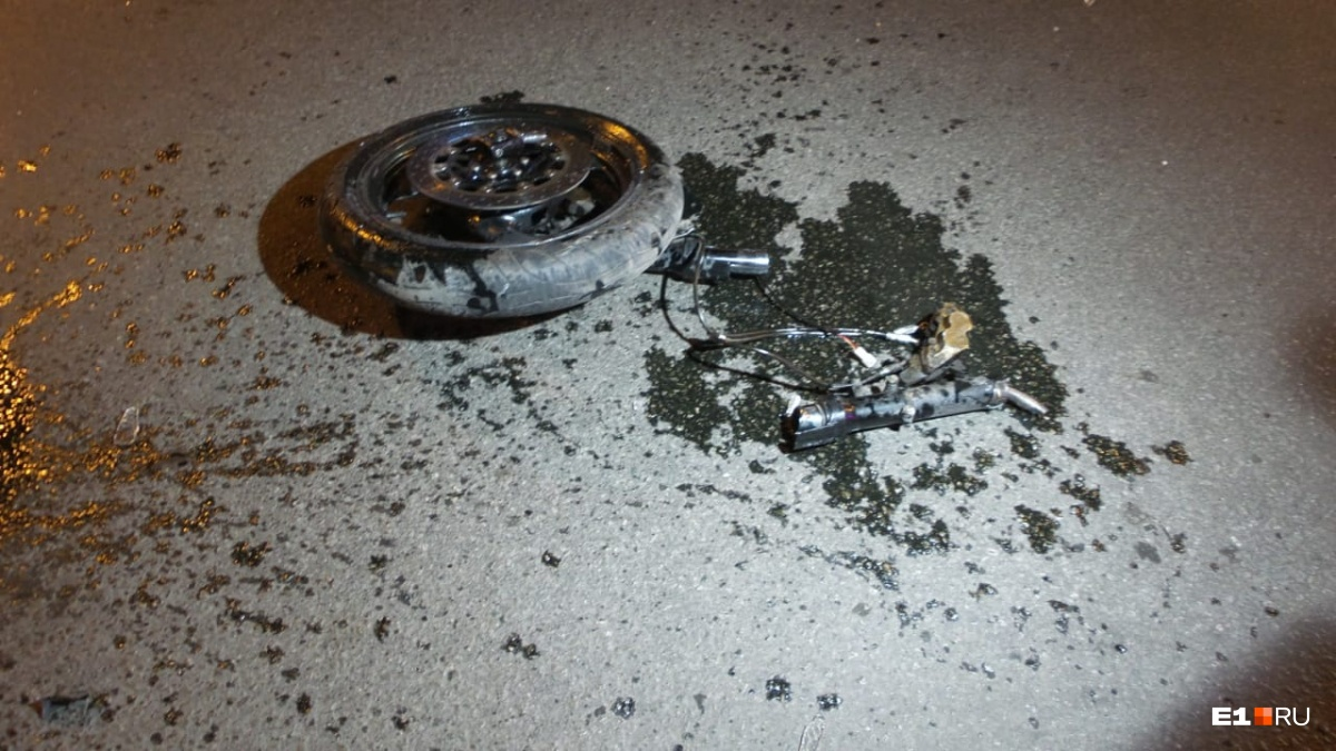 От удара у мотоцикла отлетело колесо
