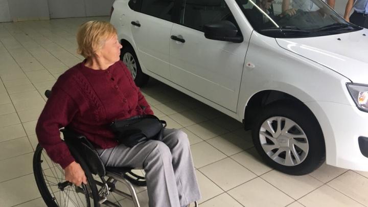 «В транспорте я многим мешаю»: четыре истории ярославцев-инвалидов, получивших новые машины