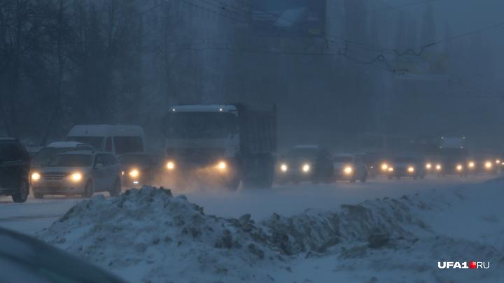 В Башкирии из-за метели перекрыли федеральную трассу