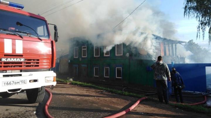 В пожаре в Бирске пострадали женщина и 5-летний ребенок
