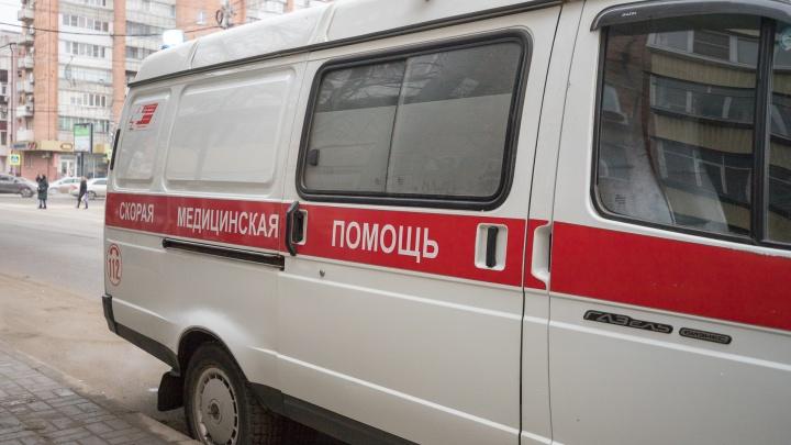 В Ростовской области мужчина изрубил лицо соседке лопатой