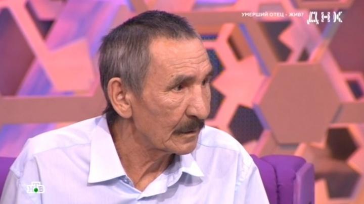 «Думал, что отец умер»: бездомный из Тюмени нашел на ток-шоу сына, с которым не виделся более 40 лет