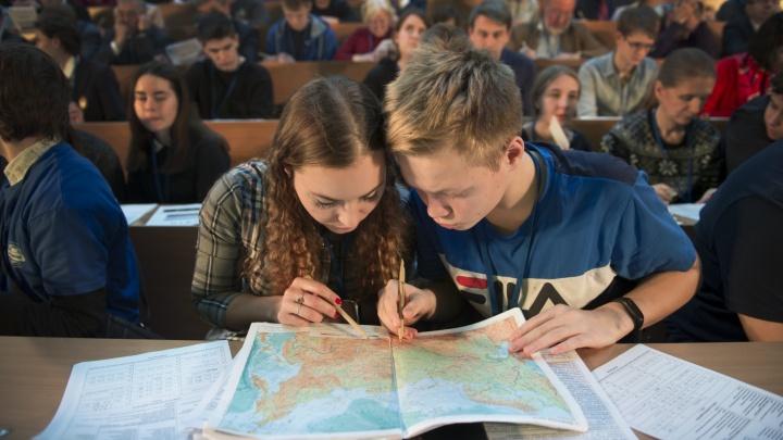 С военными и «Газпромом»: сотни новосибирцев написали диктант на знание географии