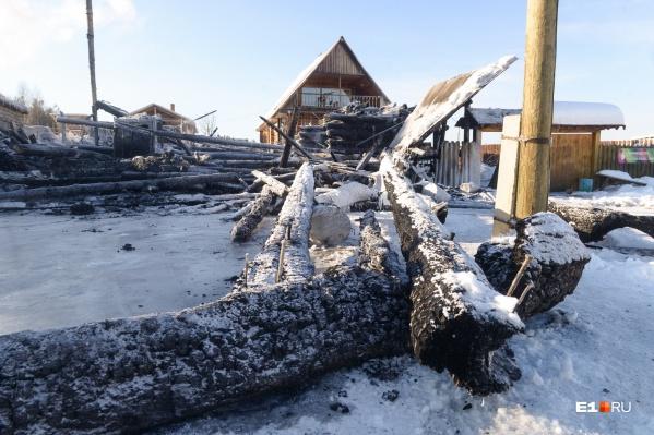Гончарная мастерская, которую супруги строили 20 лет, сгорела дотла