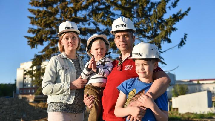 «Даже домой не хочется возвращаться»: фоторепортаж со строительства «Екатерининского парка»