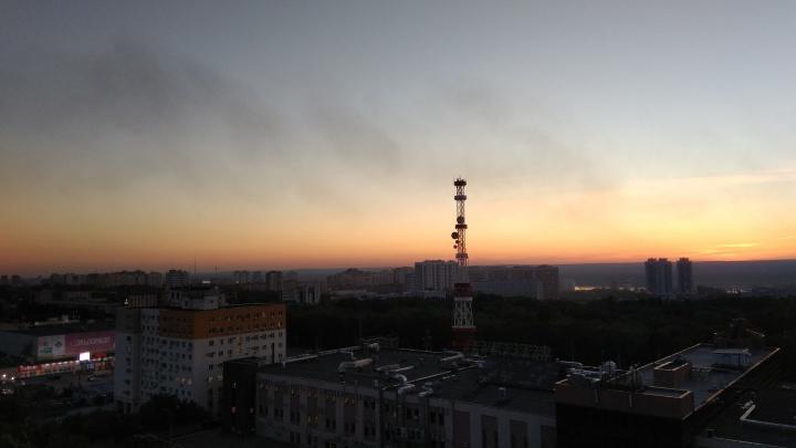 Дым плыл над городом: в Самаре горел двухэтажный дом