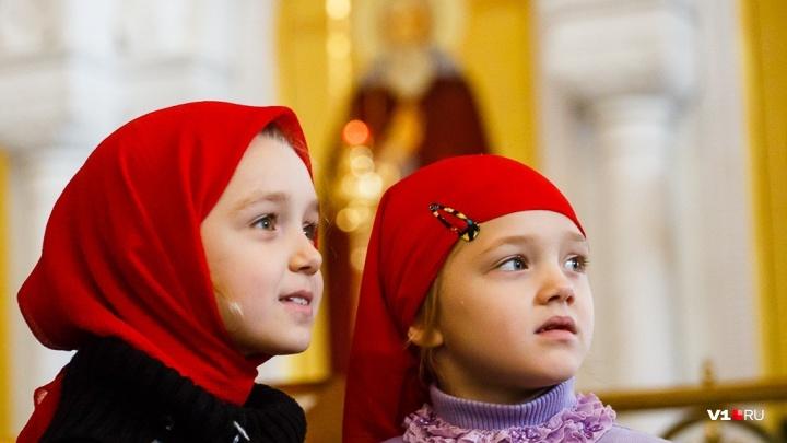 В волгоградской школе родители добились отмены ежегодного молебна