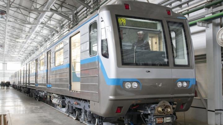 В метрополитен Екатеринбурга прибыли два новых поезда из Подмосковья: видео