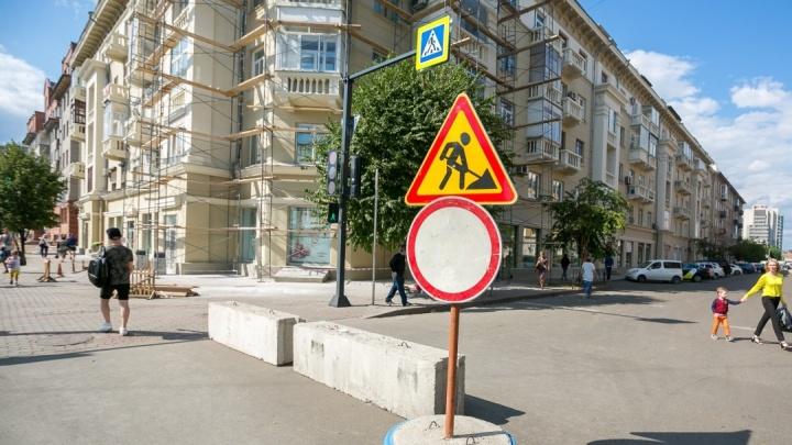 «Перестанет ехать? И слава богу!»: архитектор раскрыл тайный смысл возвращения парковок на Мира