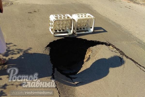 Вот такая яма появилась спустя 1,5 месяца после майского ремонта на улице 31 Линия