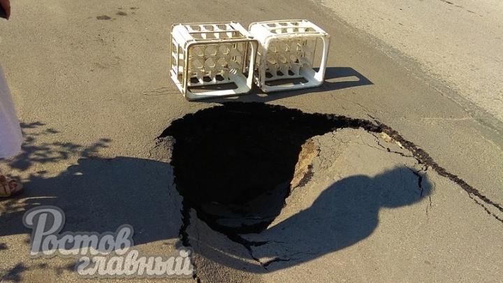 Это провал: в двух районах Ростова на проезжей части просел асфальт