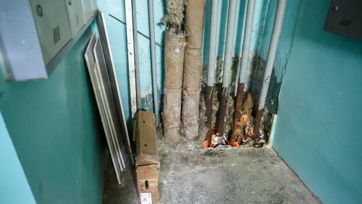 «Меня просто отбросили»: пожилая волгоградка из-за забитой вентиляции задыхается от стойкой вони