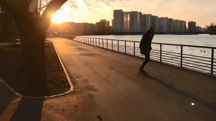 Видео: тестируем на скейтборде новую набережную на правом берегу