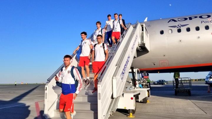 «Встречай нас, Самара!»: в Курумоче приземлилась футбольная сборная России