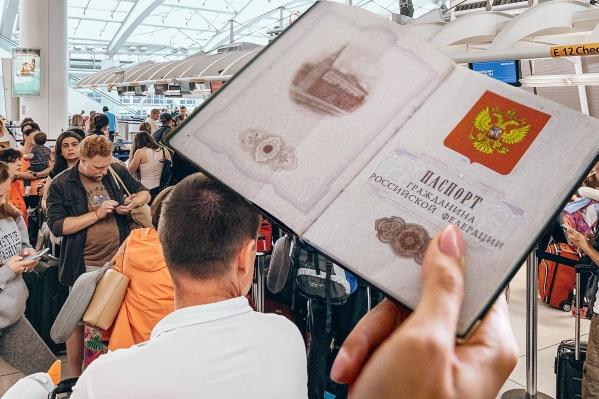 Забыть паспорт в самолете очень просто: достаточно выпустить его из рук на пару минут, а искать потом приходится долго