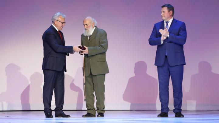 Архитектору — автору часов на здании мэрии присвоили звание почетного гражданина края