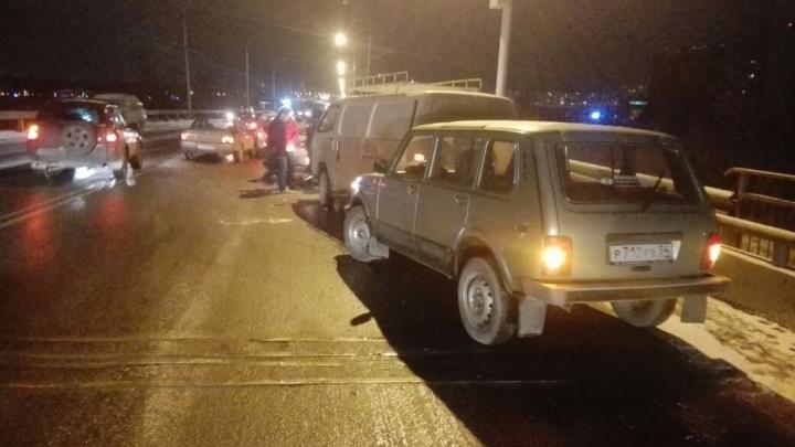 Видео: на Винаповском мосту столкнулись пять автомобилей