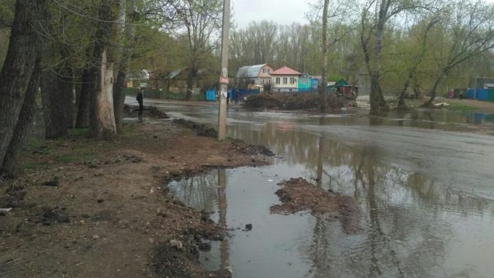 В Уфе затопило проезжую часть еще одной улицы