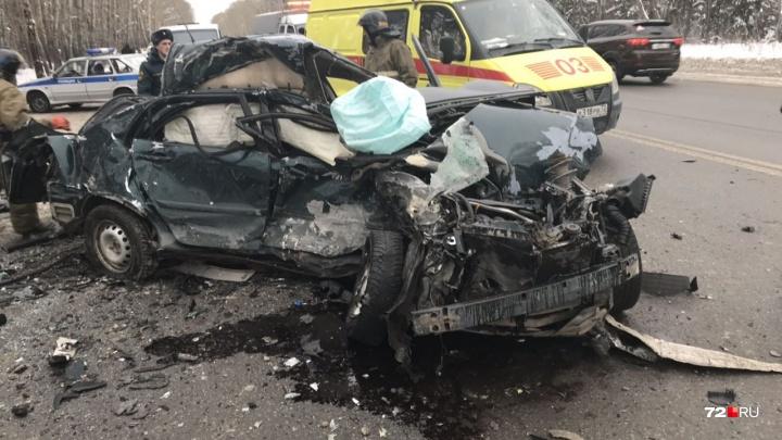 Смертельная авария у Комарово, нарушители на пожарных машинах и массовое ДТП: дорожные видео недели