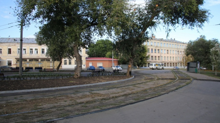 «Рельсы не помешают Фрунзенскому мосту»: трамвайные пути оставят на Хлебной площади