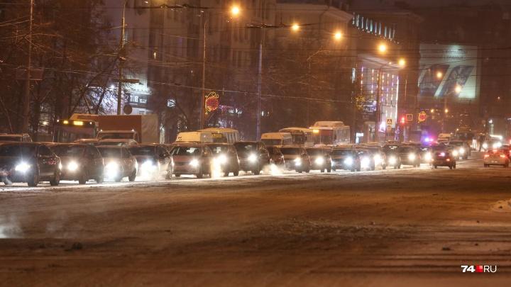 «Едем по-тихому»: Челябинск встал в 10-балльных пробках