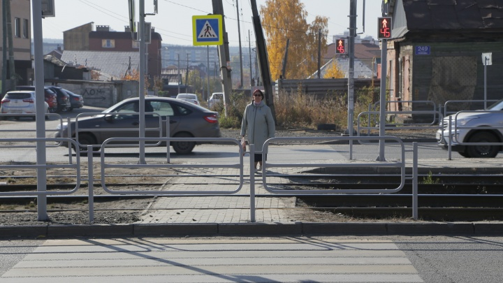 На «зебре» к остановке, на которой челябинку сбил грузовик, сделали светофор