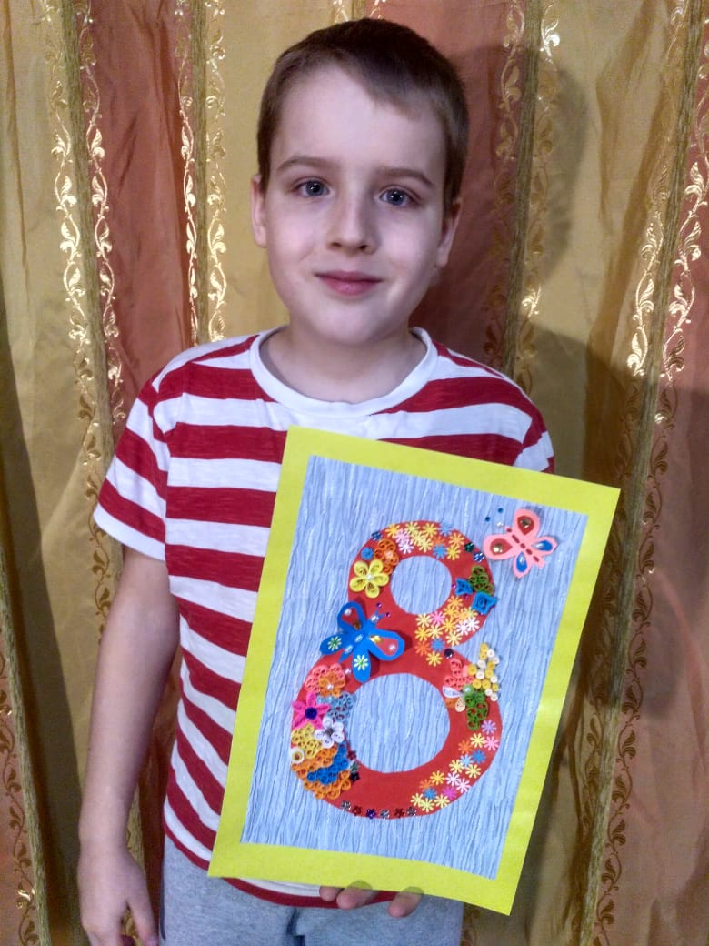 Владиславу 10 лет, три года назад он увлёкся квиллингом