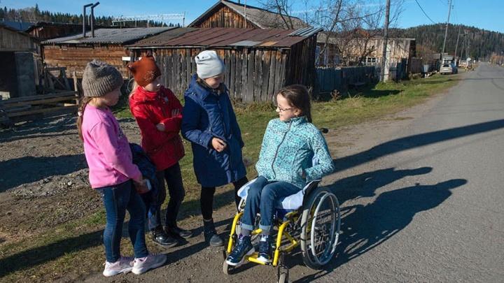 Маленькое пятнышко на пояснице у девочки из Красноярского края довело ее до инвалидной коляски