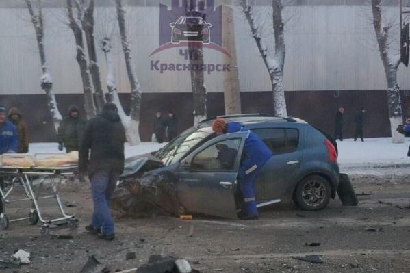Водителя увезли на скорой — он сильно пострадал