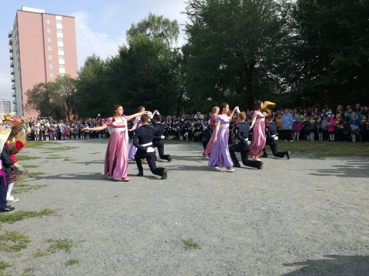 ... а те, кто уже учатся, показали танцевальное мастерство