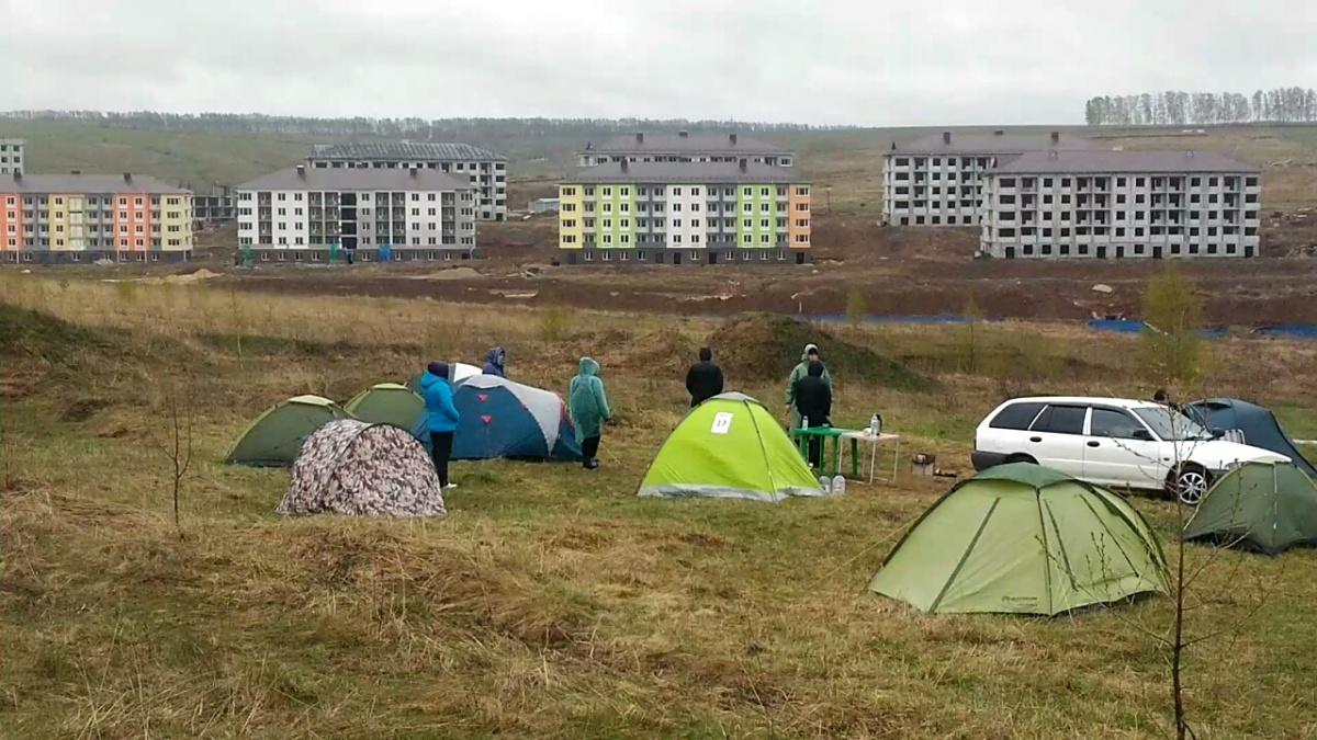 Дольщики скандального ЖК даже разбивали палаточные лагеря возле своих долгостроев