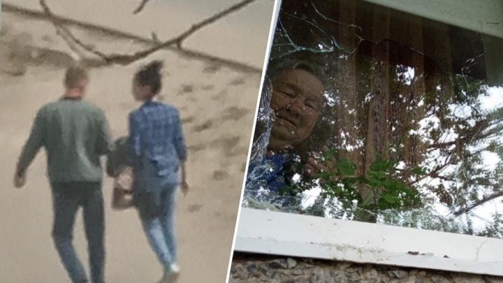«Бабушка расплакалась»: молодой мужчина разбил окно пенсионерке, пытавшейся отогнать его от дома