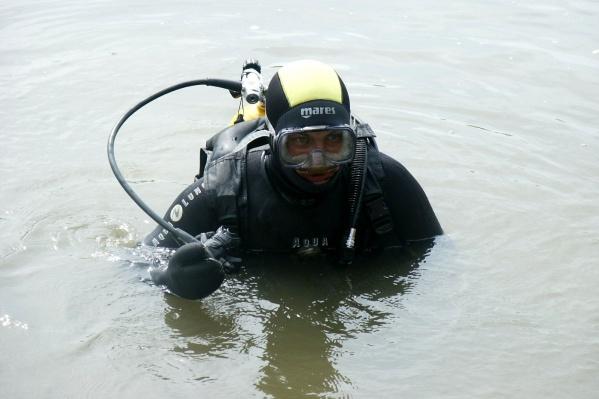 Андрей Митров рассказал, что водолазы в тот день работали рядом с местом происшествия и услышали призыв о помощи