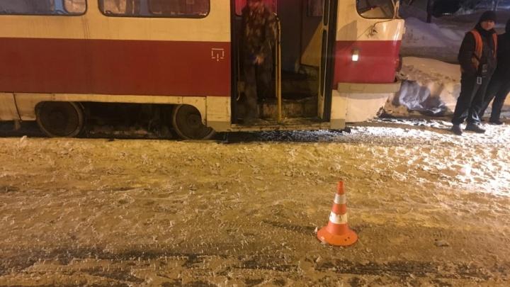 На проспекте Кирова маршрутка №261 сбила юношу, который вышел из трамвая