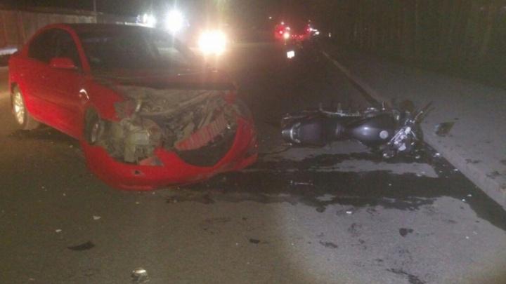 В Уфе Mazda столкнулась с мотоциклом Honda: пострадал байкер