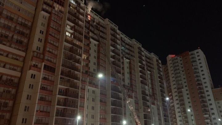 Залили десять этажей: в «Академ Riverside» от пожара пострадали несколько квартир