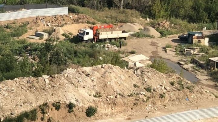 «Зашевелились!»: самарцы сообщили о поставке строительных материалов к озеру на Пятой просеке