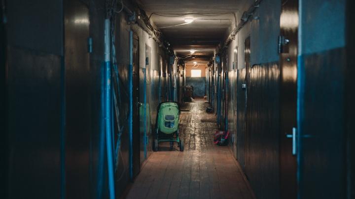 «Вместо двух девушек заехали семь уголовников»: адовые истории тюменцев о проблемных квартирантах