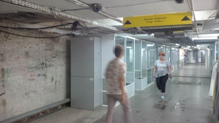 Из подземного перехода под часовней начали пропадать киоски