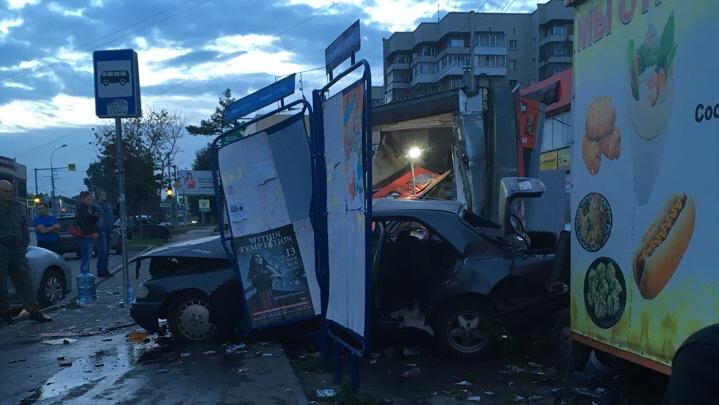 Авария с «Мерседесом» на Никитина: появилось видео первых минут после страшного ДТП