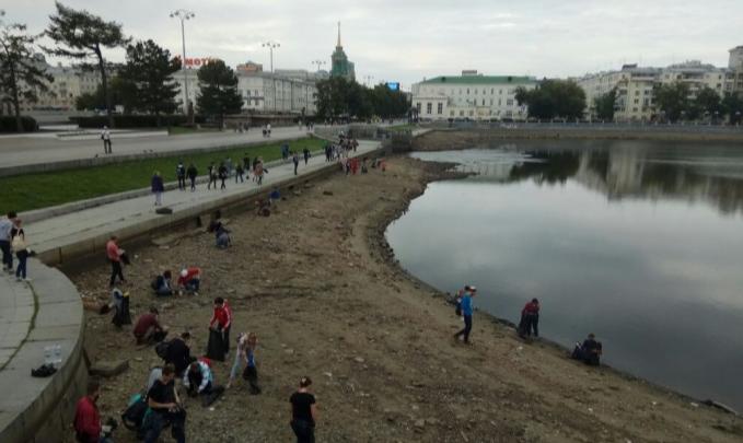 Екатеринбуржцев позвали чистить берега Исети