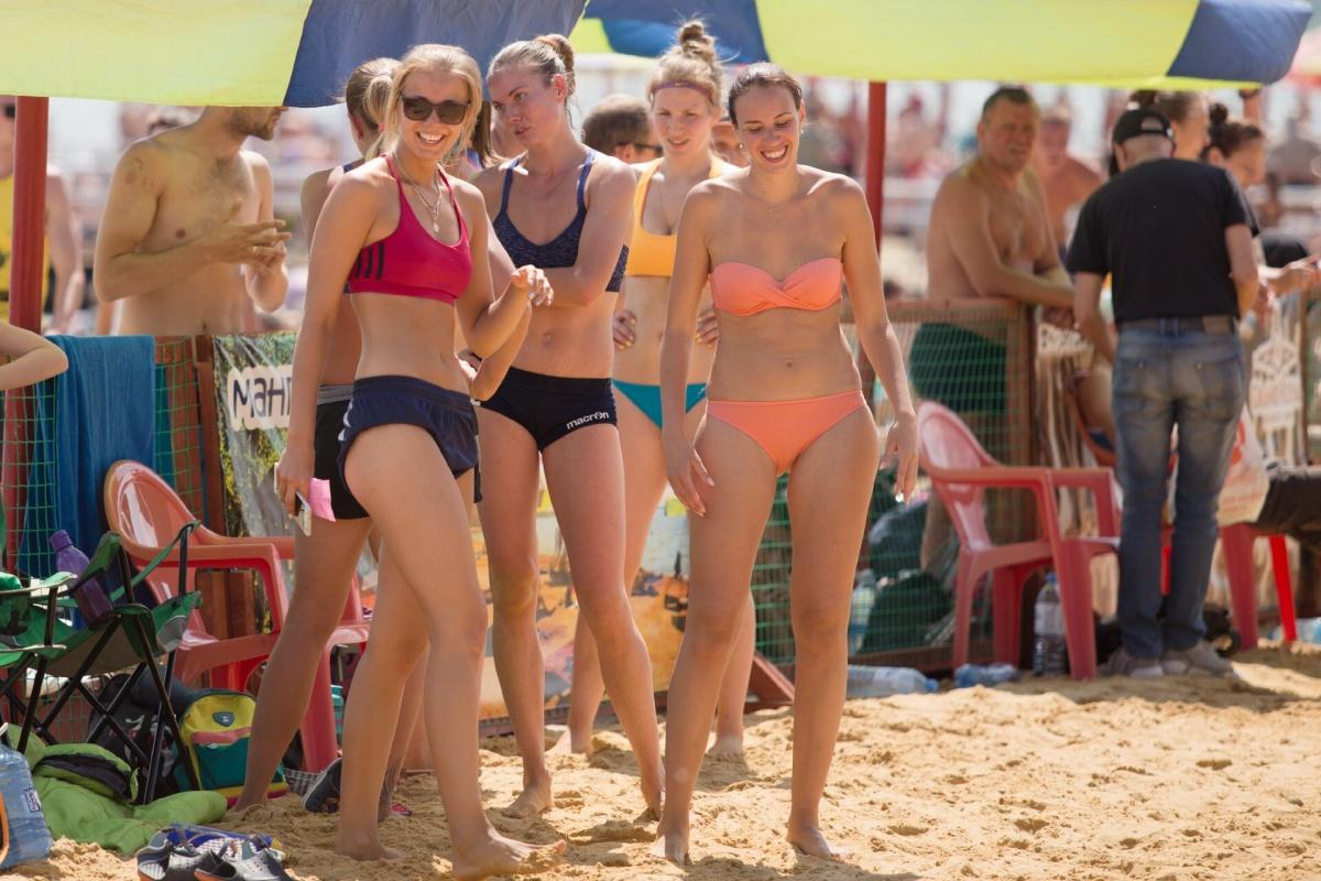 Видео секси волейбол пляжное бикини