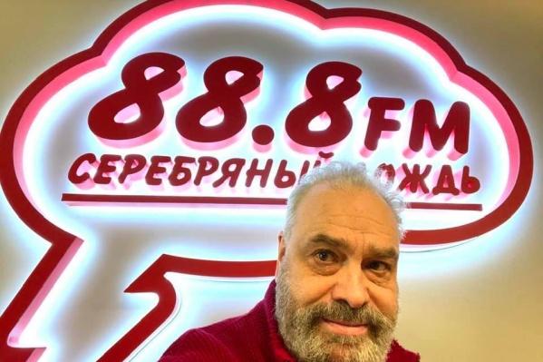 Андрей Неклюдов в студии радио «Серебряный дождь» в Екатеринбурге