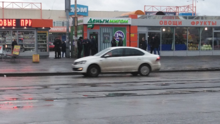 В Екатеринбурге преступник напал на пункт микрозаймов и скрылся