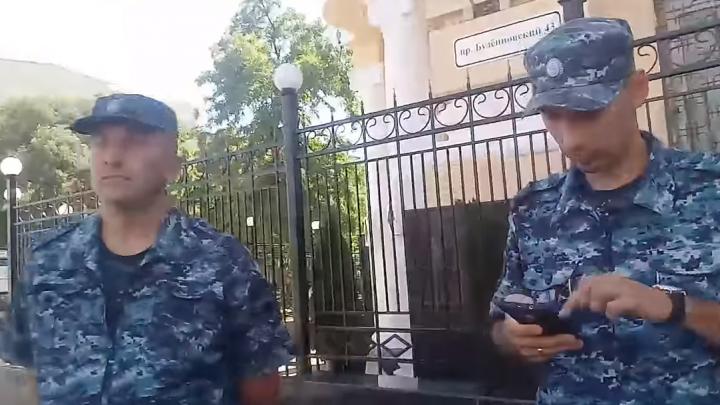 Ростовского блогера задержали после того, как он снял на видео нарушающего ПДД силовика