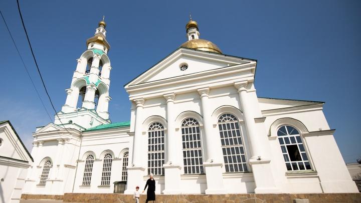 Светлое Воскресенье: в ростовских храмах идут пасхальные богослужения