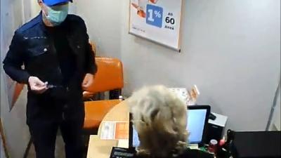 Угрожая шприцем, требовал деньги: публикуем видео попытки ограбления на улице Ямской